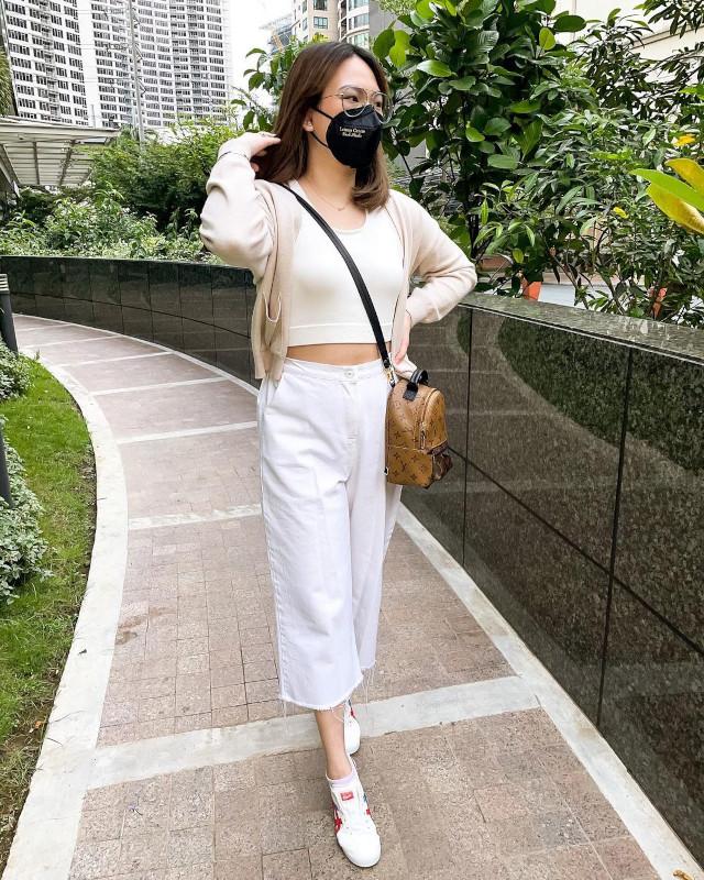 Cardigan outfits: Ashley Sandrine Yap