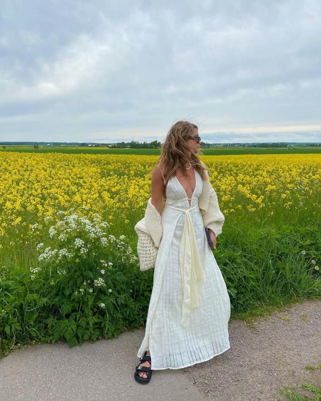 Cardigan outfits: Matilda Djerf