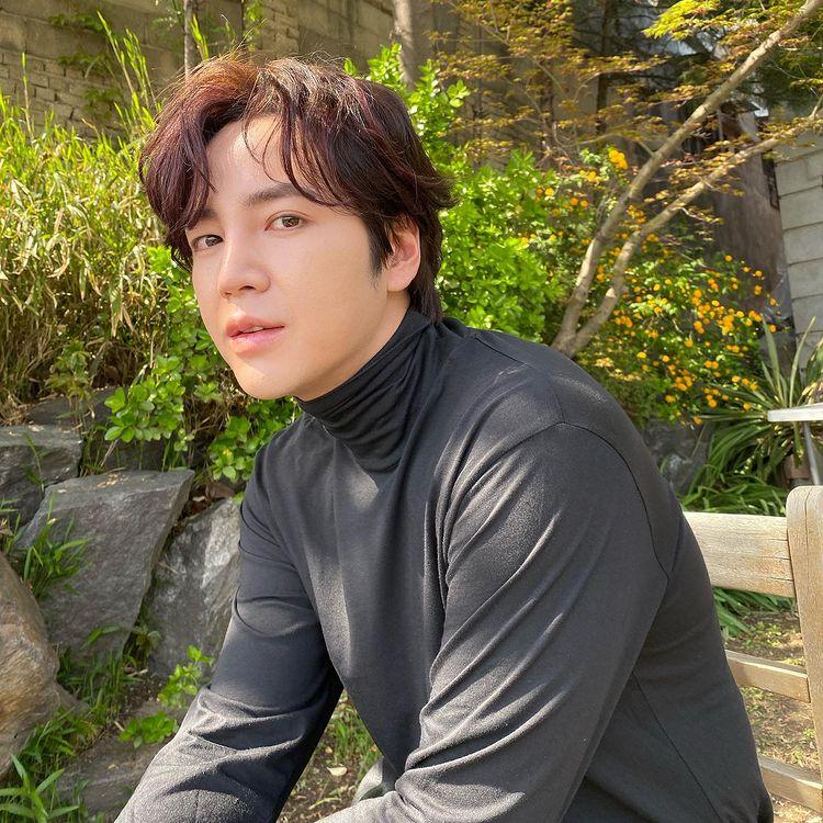 Korean actors who denied getting plastic surgery: Jang Geun Suk