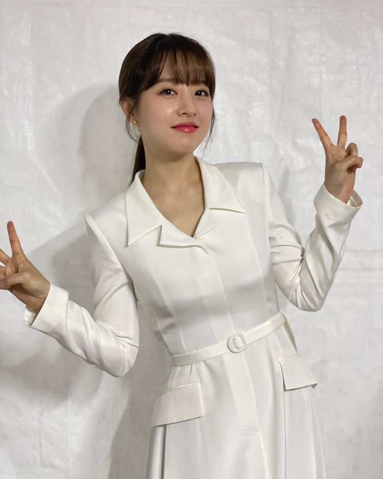 Korean actors who denied getting plastic surgery: Park Bo Young