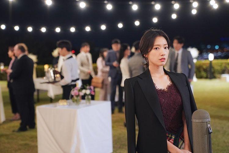 Korean actors who denied getting plastic surgery: Park Shin Hye