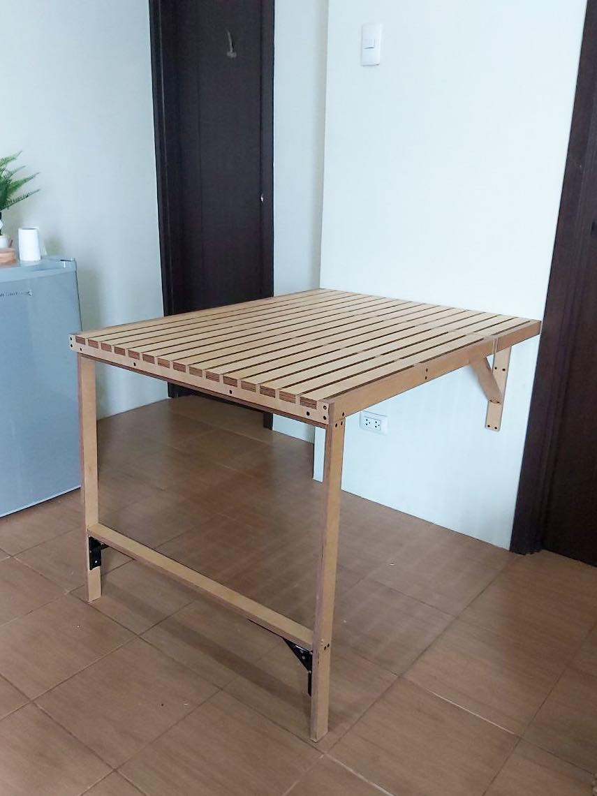 space-saving table unfolded, side view