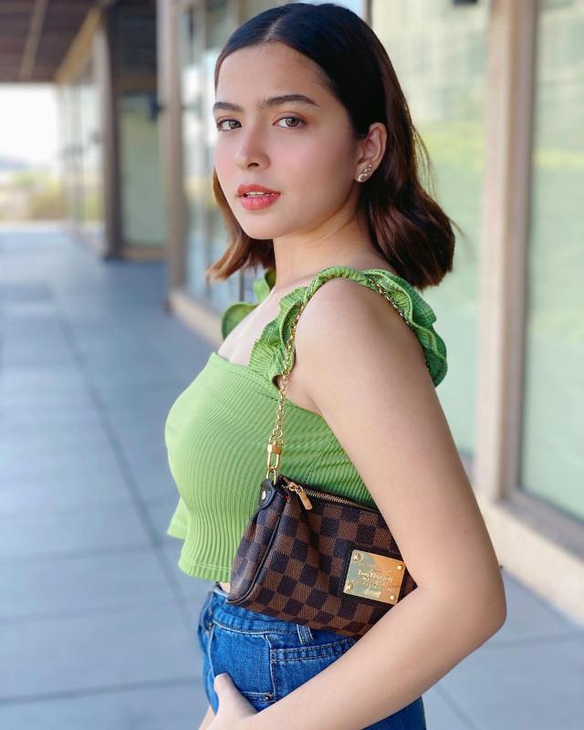 Alexa Ilacad outfit: ruffle top, baguette bag