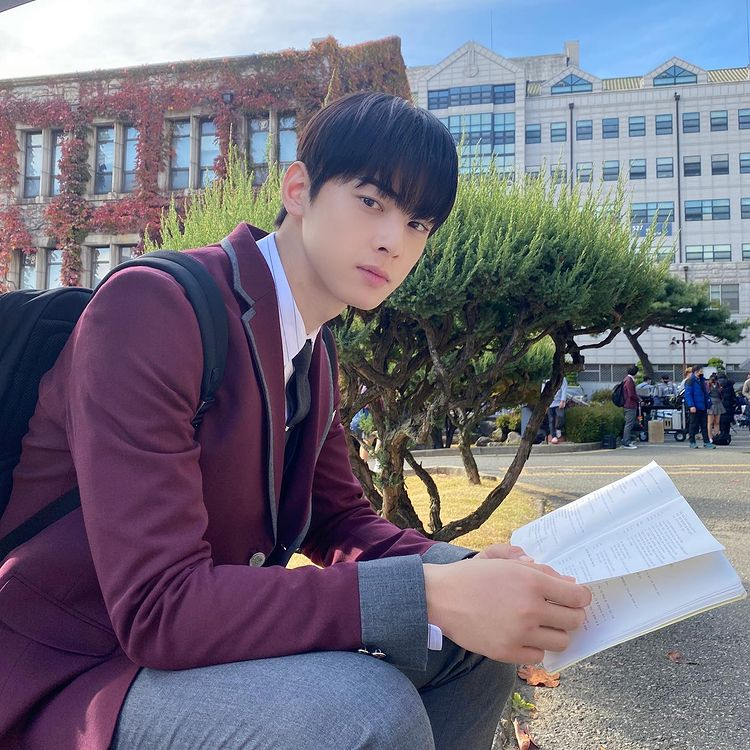 Korean actors who are born in the same year: Cha Eun Woo