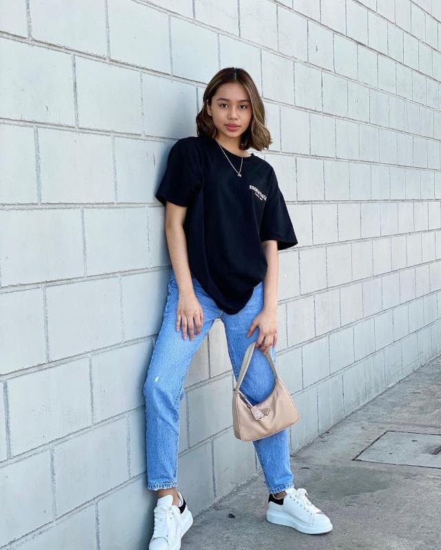 Black oversized t-shirt outfit: Bella Racelis