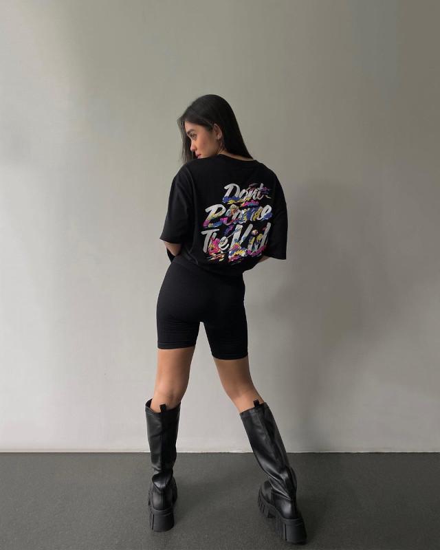 Black oversized t-shirt outfit: Ida Anduyan