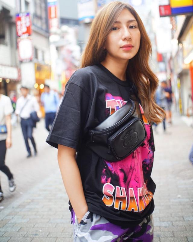 Black oversized t-shirt outfit: Keiko Nakajima