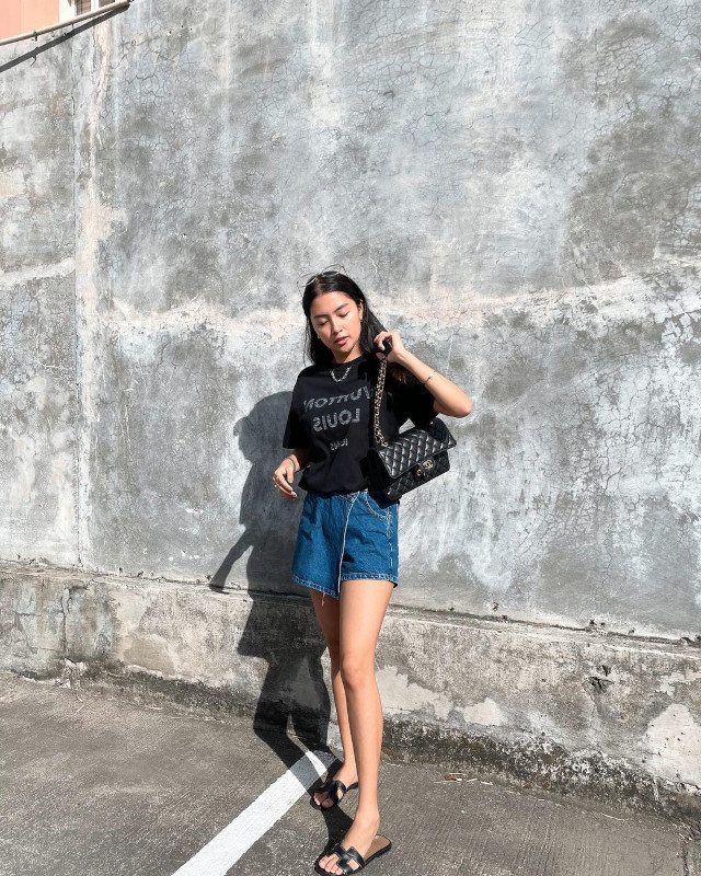 Black oversized t-shirt outfit: Rei Germar