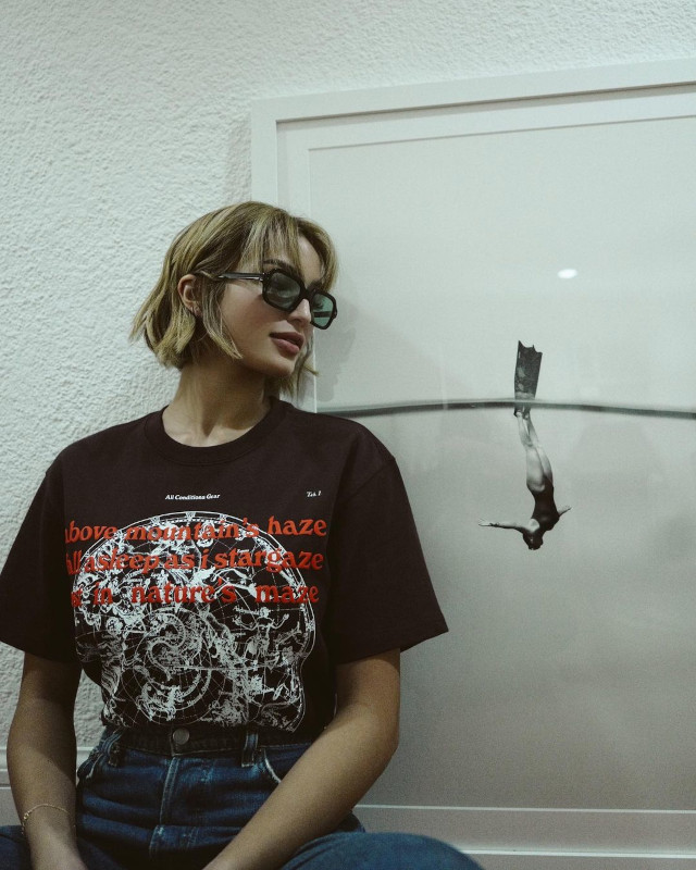 Black oversized t-shirt outfit: Sarah Lahbati