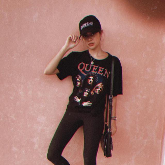 Black oversized t-shirt outfit: Sue Ramirez