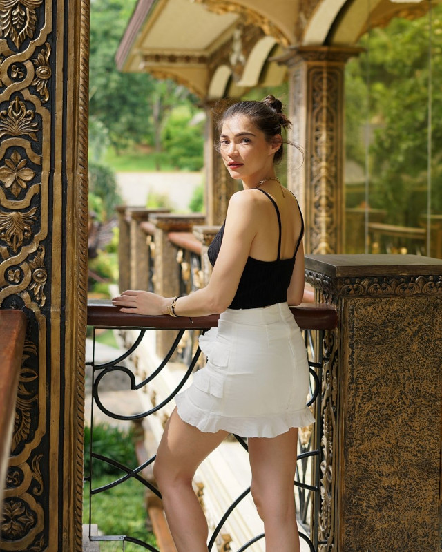 Rhian Ramos neutral-colored outfit 8