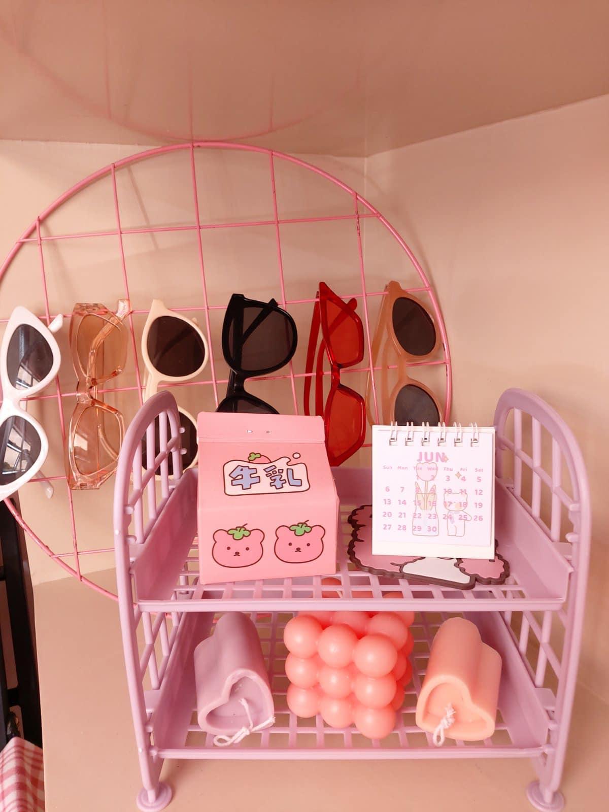 all-pink bedroom - accessories