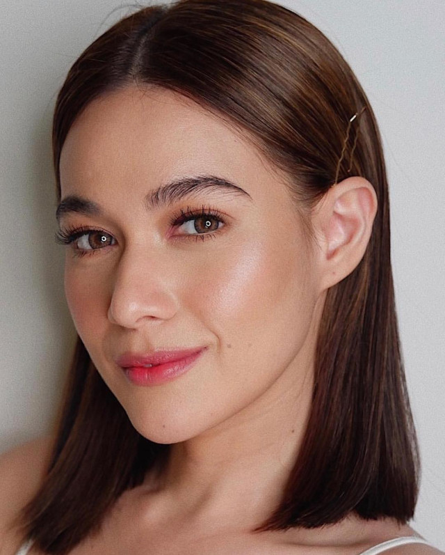 Bea Alonzo hairstyles: middle part lob