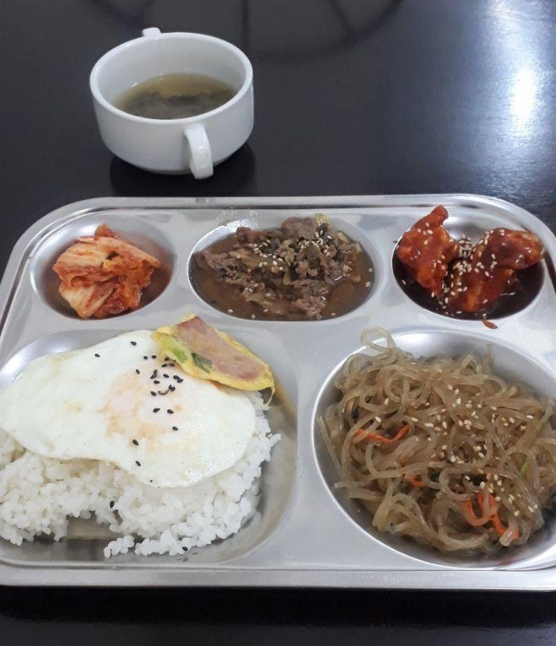 My Perfect Food Day: bulgogi, egg, rice, seaweed soup, and some banchan