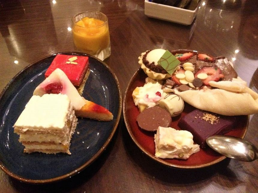 My Perfect Food Day: The Cafe at Hyatt Hotel's dessert buffet