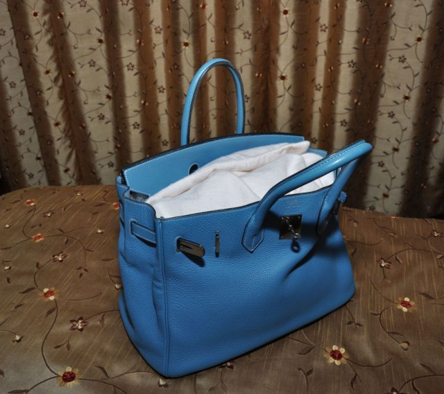 How to store leather handbag