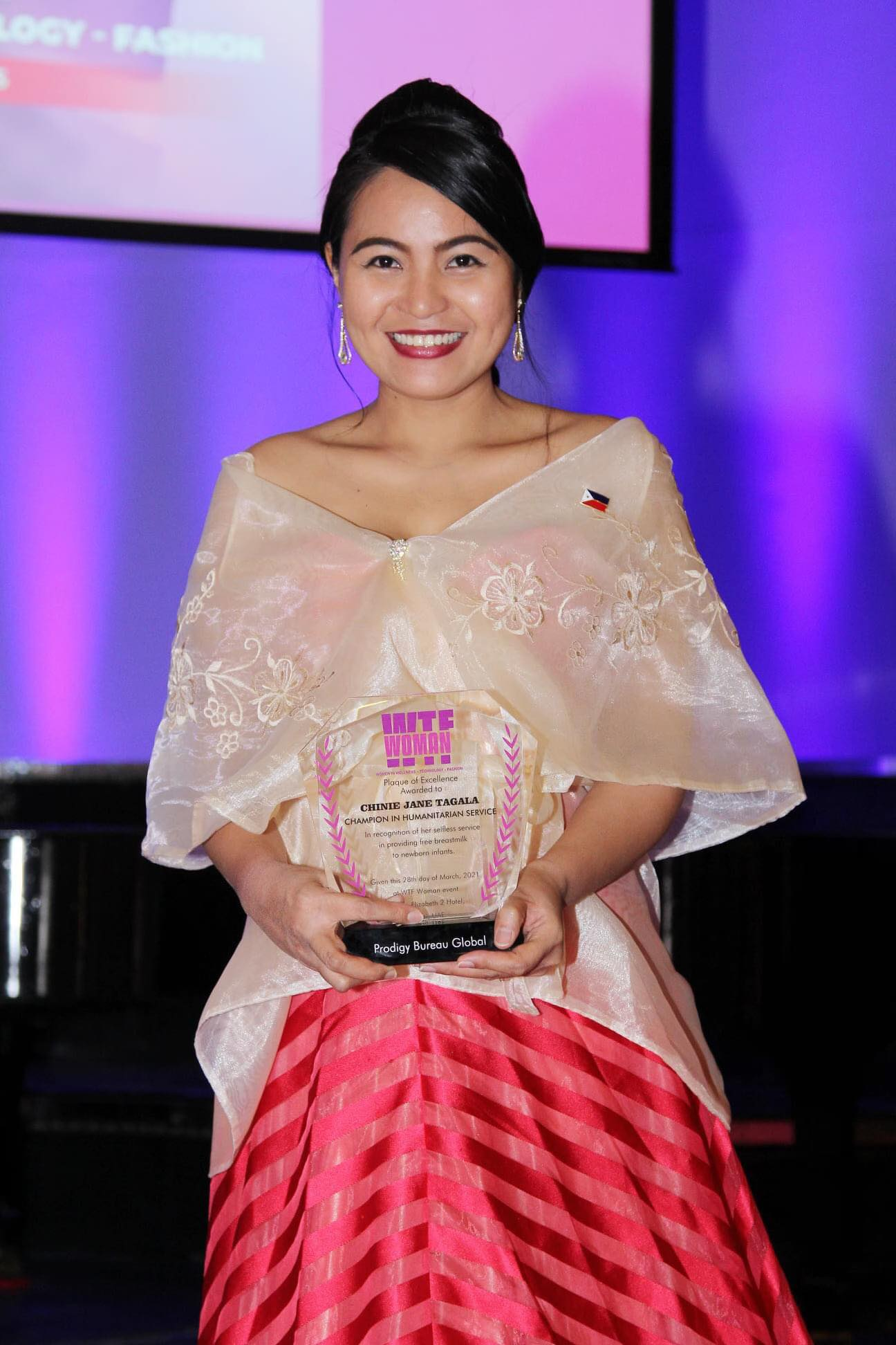 Pinay wins an award for donating her breast milk