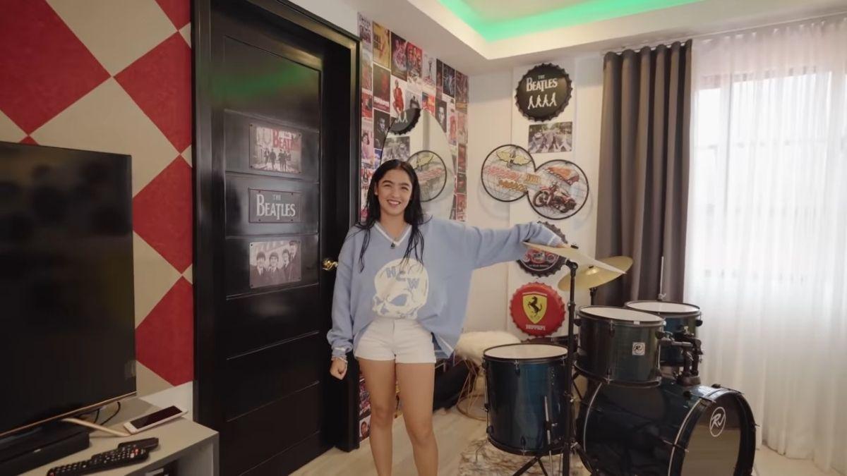 ANDREA BRILLANTES room makeover - music corner