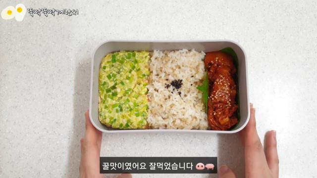 Steamed egg and stir-fried kimchi