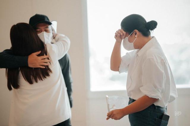 Angel hugs Boyet, Dimples cries