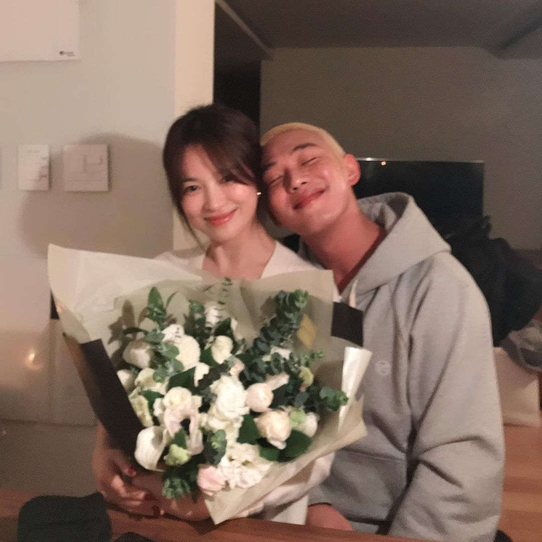 Yoo Ah In shows support to BFF Song Hye Kyo