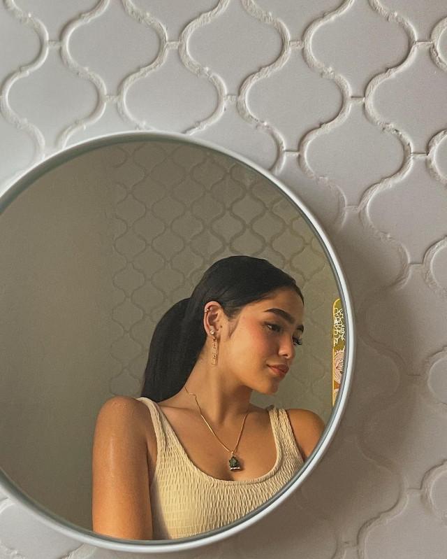 Andrea Brillantes Instagram pose