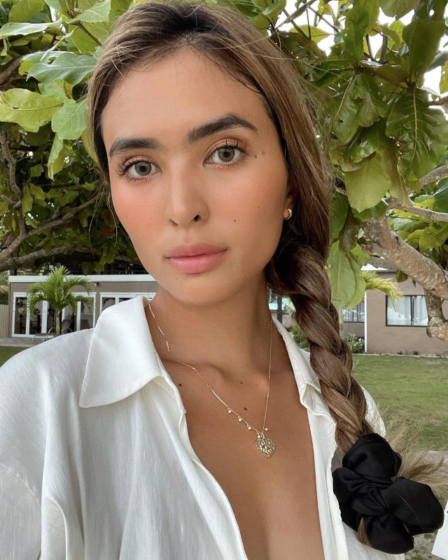 Sofia Andres: side braid hairstyle