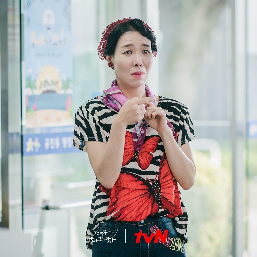 Hometown Cha-Cha-Cha cast members - Cha Chung Hwa