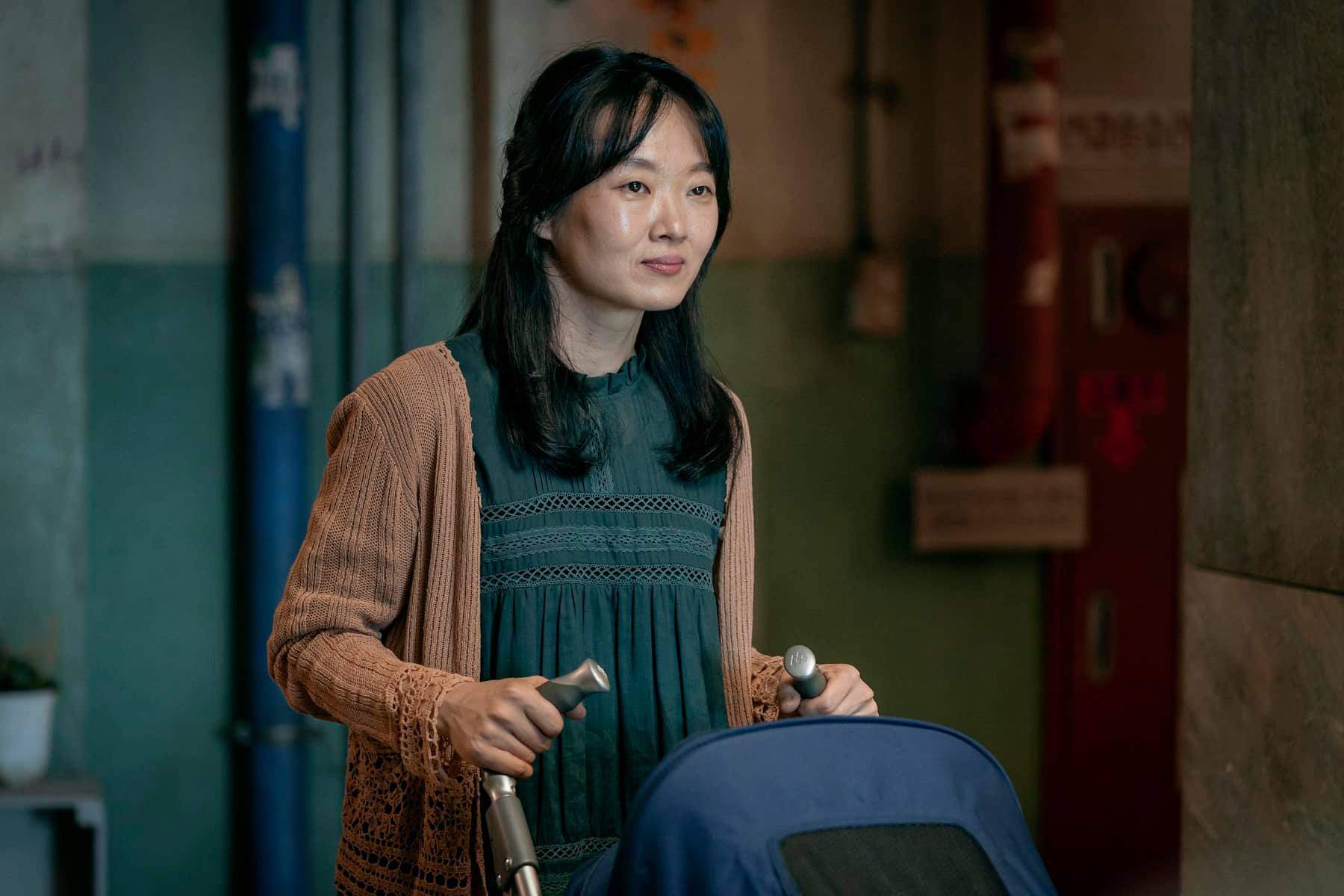 Hometown Cha-Cha-Cha cast members - Lee Bong Ryun