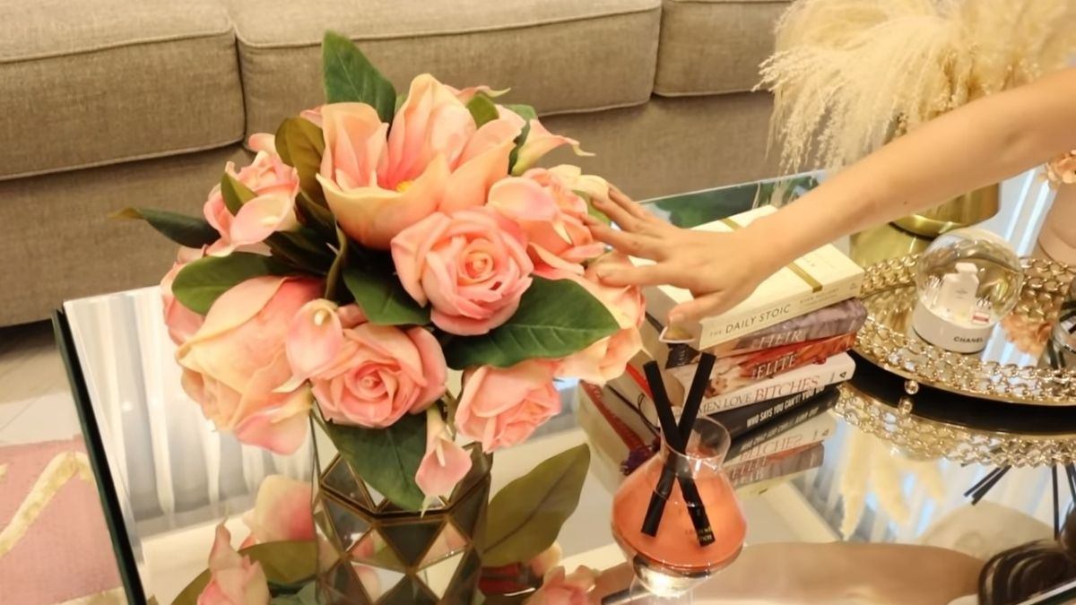 Kim Chiu condo tour -  fake plants