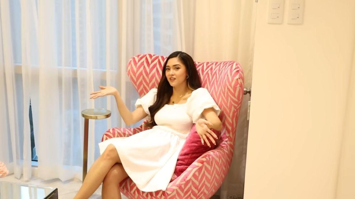 Kim Chiu condo tour -  pink chair