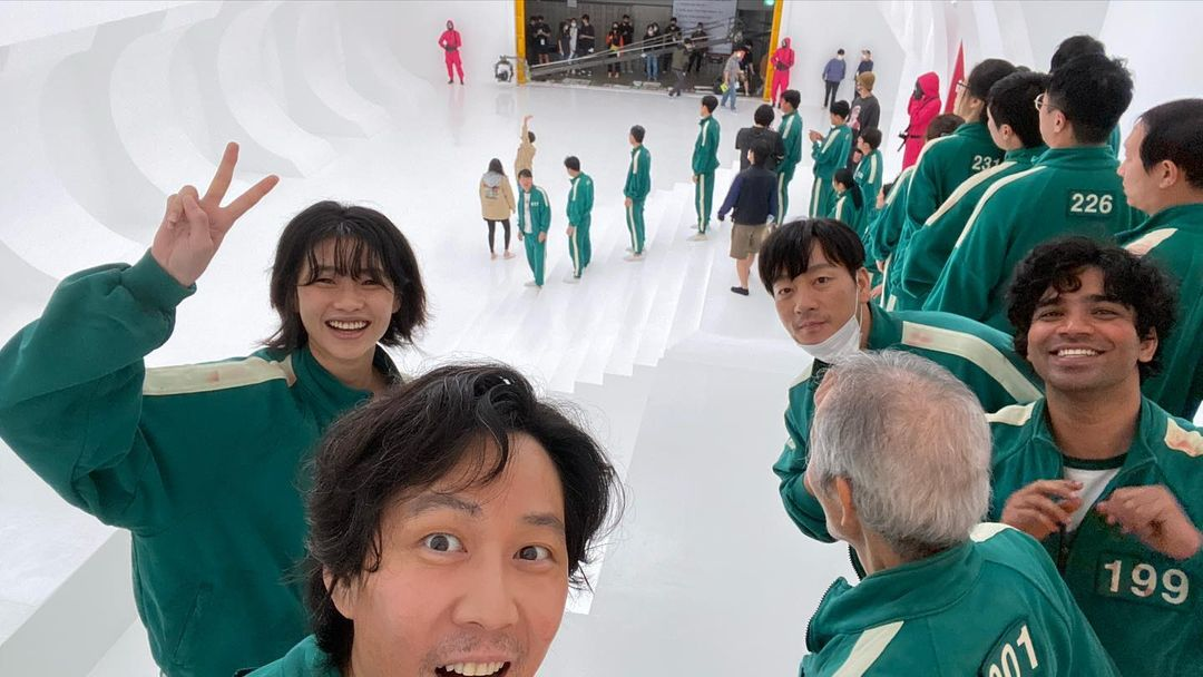 Lee Jung Jae shared in his Instagram account a snippet of Squid Game set with Jung Ho Yeon, Anupam Tripathi, and Park Hae Soo