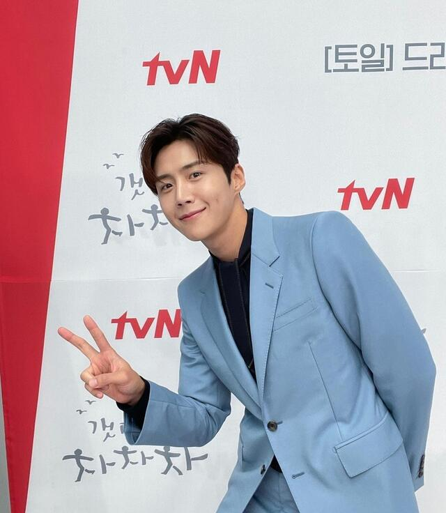 hometown cha cha cha cast instagram accounts guide: Kim Seon Ho