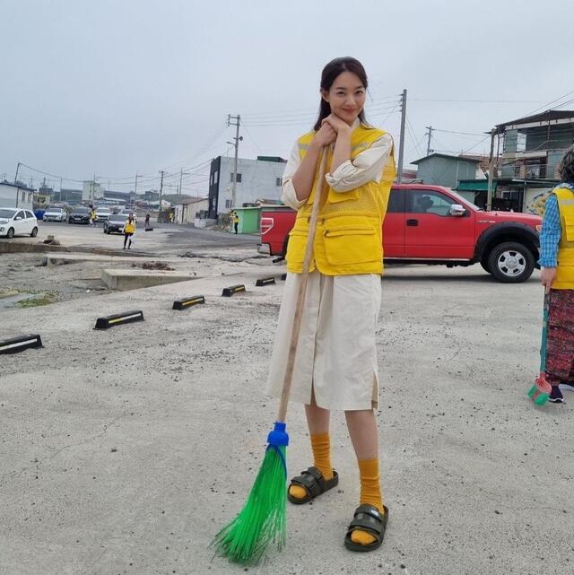 hometown cha cha cha cast instagram accounts guide: Shin MIn Ah