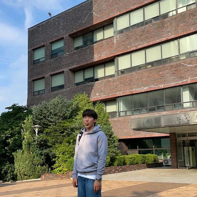 hometown cha cha cha cast instagram accounts guide: Lee Sang Yi