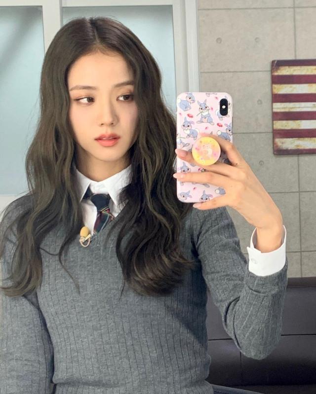 Jisoo S-Wave hairstyle
