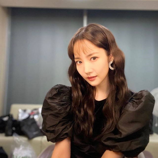 Park Min Young S-Waves long hairstyle with sheer bangs