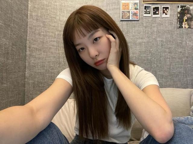 Seulgi long hair with micro bangs