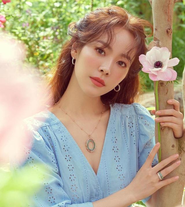 Han Ji Min long hairstyle