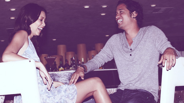 21 Body Language Signs That Mean He's Into You