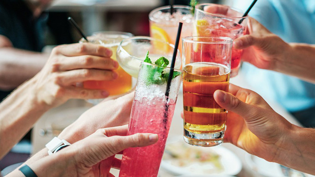 Need Last-Minute Drinks For Your Party? This Startup Will Be Your Holiday Party Hero