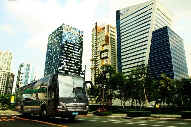 Luxe_Bus_1.JPG