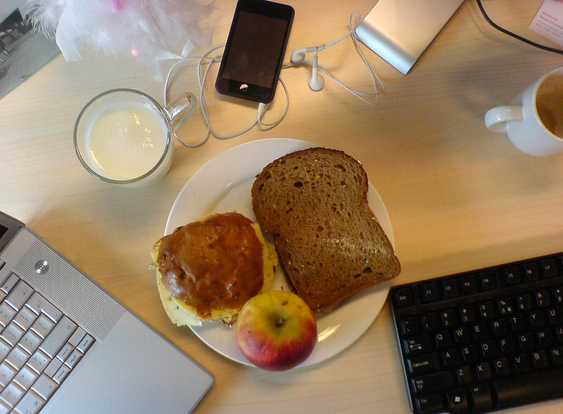 Why you should never eat lunch at your desk