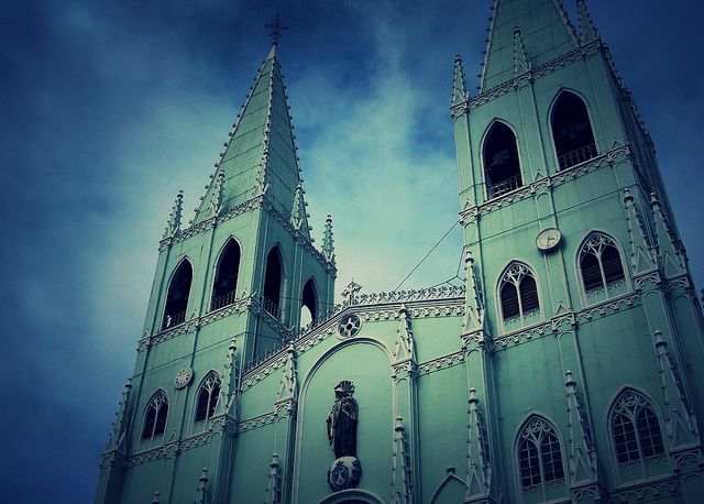 Visita Iglesia: San Sebastian Church
