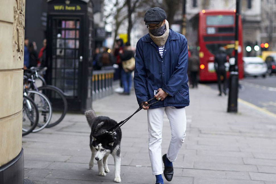 6 Street Style Looks Made Even Better By Dogs