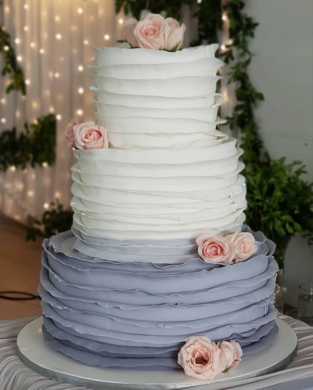 wedding cake designs: ruffled cake