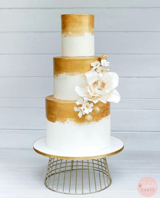 wedding cake designs: multi-tiered cakes