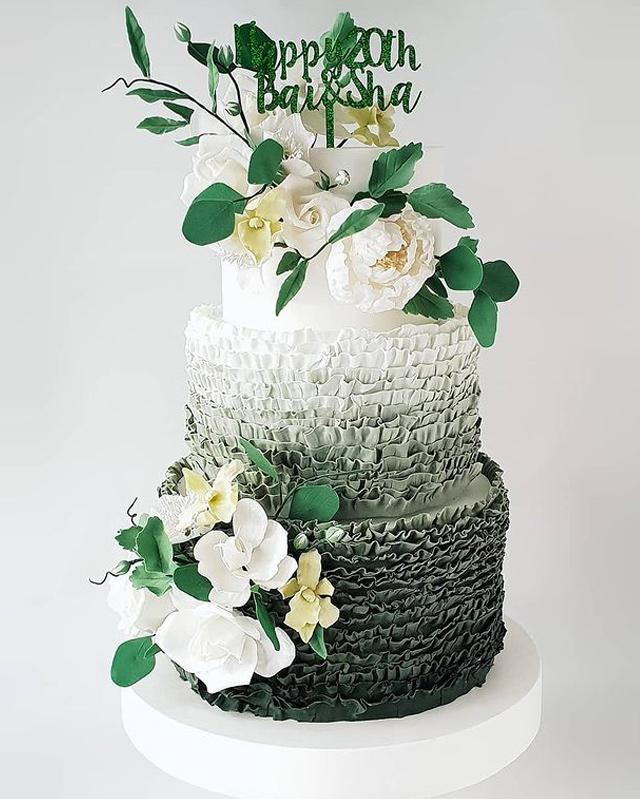 wedding cake designs: ombre cake