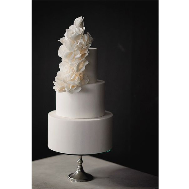 wedding cake designs: all white cake