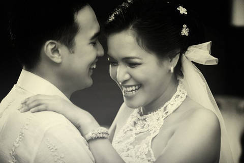 Despite Being Out Of The Country For Work Gles And Karl Were Able To Pull Off A Beautiful Memorable Wedding Their Details Unfussy But Still Chic